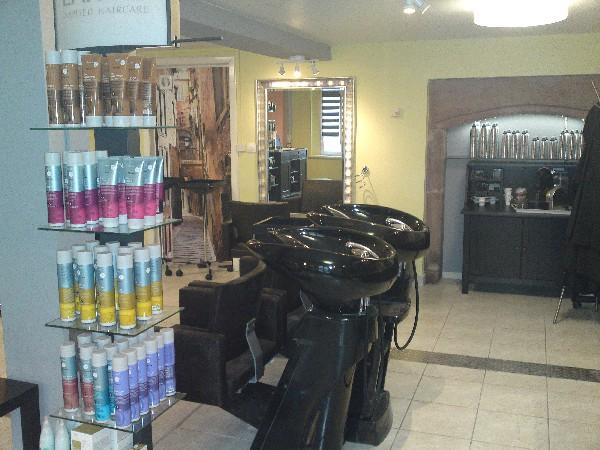 Atelier de coiffure, Bacs Cindarella design,<br /> Cubic Car&eacute;e, fonc&eacute; croco, confortable!