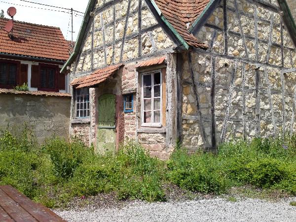 Maison médiéval en face à 15 métres